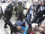 ОМОН в Ижевске заблокировал здание, где проходит социальный форум. Участников форума запугивают, пытаются отнять у них паспорта