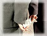 Сотрудника южноуральской антимонопольной службы уличили в превышении должностных полномочий и взяточничестве