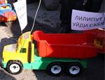«ЛилиПута» и «Медведку» – в отставку!: шоу-акции оппозиции в Петербурге и Владивостоке (ФОТО)