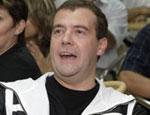 Медведев увлек россиян эпистолярным жанром / Ему дают рецепты спасения экономики и спрашивают, почему он не наведет порядок в СПбГУ?