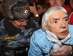 """Дикое нападение на 82-летнюю Алексееву вызвало противоречивую реакцию (ВИДЕО) / Националисты открестились от нападавшего: """"Это не русский патриот, а кремлевский отморозок"""""""