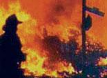В Челябинске горит автомобильный ангар