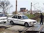 На Южном Урале из-за столкновения легковушки с поездом трое человек лишились конечностей