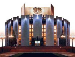 Фасад челябинского театра драмы спрячут под защитной сеткой