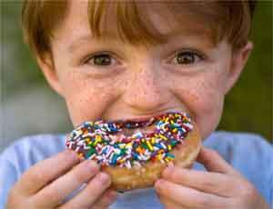 Южноуральские врачи: Не давайте детям объедаться конфетами и батарейками