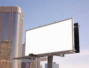 В Челябинске демонтировали почти 200 рекламных щитов