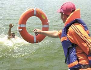 Спасатели начнут дежурить на челябинских пляжах на 2 недели раньше официального открытия купального сезона