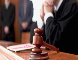 В Челябинске будут судить двух судебных приставов / Один попался на мошенничестве, второй - на взятке