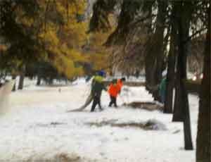 Челябинские коммунальщики заплатят пенсионеру, два года подряд падавшему на обледенелом тротуаре, 50 тысяч рублей
