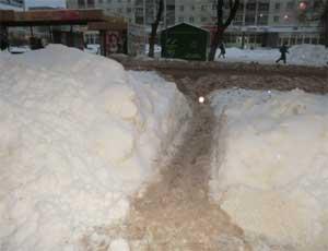 Руководство Челябинска пригрозило наказать виновных в нечищеных тротуарах и парковках / Угрозы звучат после каждого снегопада, но ситуация не меняется
