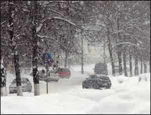 Челябинск засыпало снегом / Движение автомобилей и общественного транспорта в центре практически парализовано