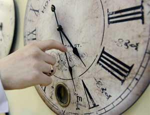 Часы в центре Челябинска до сих пор не работают