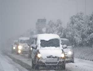Снегопады на Южном Урале продлятся еще 3 дня / Автомобилистов просят отложить поездки
