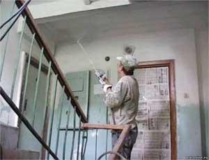 Жительница Карталов расширила свою квартиру за счет лестничной площадки / После того как в подъезде застрял гроб, жильцы обратились в суд