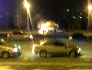 В Челябинске сгорело маршрутное такси (ВИДЕО)