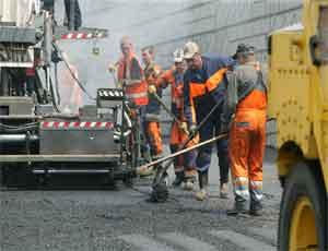 Автодороги Челябинска покрылись трещинами и ямами