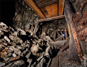 """На шахте """"Коркинская"""" нашли одного из двух рабочих, оказавшихся под завалами / Он погиб"""
