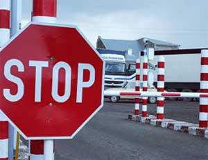 В праздничные дни на южноуральской границе с Казахстаном образовались автомобильные пробки / 8 и 9 мая ситуация может повториться