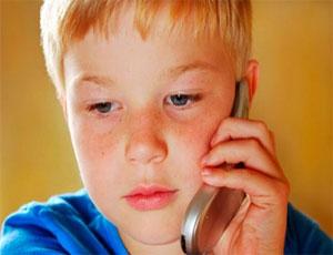 Южноуральские подростки используют телефон доверия для подготовки к ЕГЭ / И решения проблем неразделенной любви