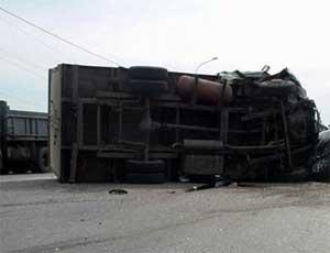 В Челябинской области на трассе М-5 из-за отказа тормозов столкнулись три грузовика / Погиб один человек