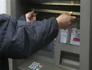 Из банкомата в администрации южноуральского поселка украли 400 тысяч рублей