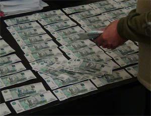 У челябинца на улице отобрали 5 миллионов рублей