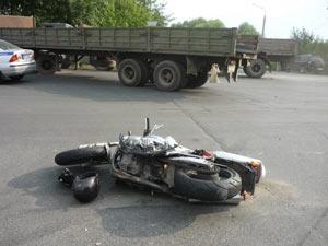 В Челябинской области мотоциклист-подросток погиб, врезавшись в КамАЗ