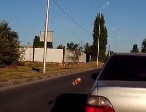 Дорожные войны в России: автомобилисты сами начали наводить порядок на дорогах (ВИДЕО) / Как пытались поставить на место дамочку, бросающуюся бутылками