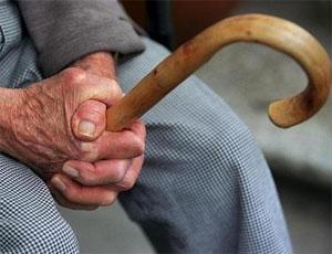 В Верхнеуральске пожилой инвалид погиб из-за упавшего на пол светильника