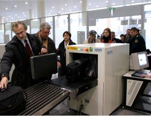Аэропорт Челябинска запретил провозить в салоне самолетов любые жидкости / Даже лекарства