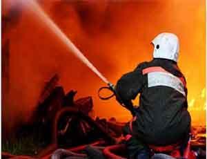Пожар в Челябинске уничтожил пункт приема металлолома / И нескольких человек