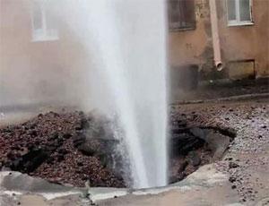 В центре Челябинска прорвало водовод