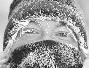 Челябинец, пытаясь открыть замерзший автомобиль, застрял в багажнике / 40 минут он провел на 30-градусном морозе