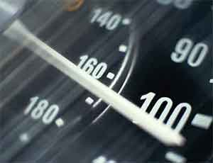 В Челябинске водители маршруток двух конкурирующих предприятий устроили гонки на городских улицах / Пассажиры боятся за свои жизни