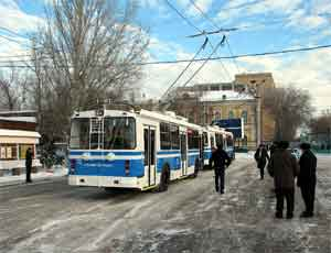 В Челябинске троллейбус врезался в иномарку / Есть пострадавшие