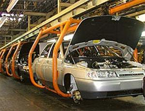 Сразу три российских автозавода приостановили производство / Спрос на отечественные автомобили резко снизился