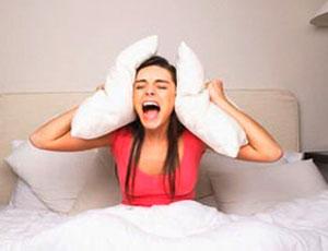 Бессонница может стать причиной заболеваний, а гиперсонливость говорит о проблемах с кровью и щитовидкой / Медики рекомендуют серьезнее относится к проблемам сна