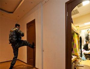 В Челябинской области закон о тишине соблюдается плохо / Потому что полицейские не могут достучаться до шумящих