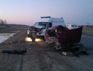 Под Еманжелинском машина скорой помощи улетела в кювет / Трое пострадавших