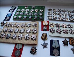 В Челябинске изъяли коллекцию наград Великой Отечественной войны / Владельцу придется доказать, что он наследник награжденных