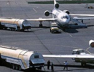 Где в России выгоднее всего заправить самолет? / Разброс цен на авиационное топливо в стране составляет почти 100 процентов от минимальной стоимости