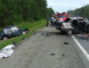 На трассе Челябинск - Троицк при столкновении двух авто погибли три человека / Еще трое в больнице