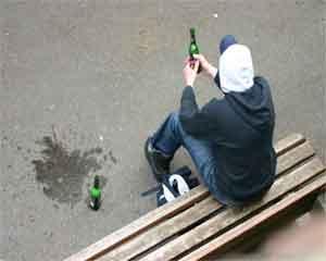 Более 3 тысяч челябинцев наказали за пьянство на детских площадках в июне