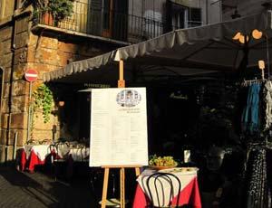 В римском ресторане 7 туристам из Таиланда выставили рекордный счет в 1.200 евро... / За якобы съеденные ими 15 кг свежей рыбы