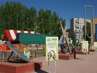 В Миассе поставили памятники скрепке и циркулю (ФОТО)