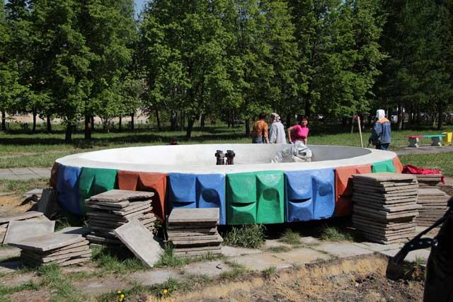 В Ленинском районе Челябинска благоустраивают скверы