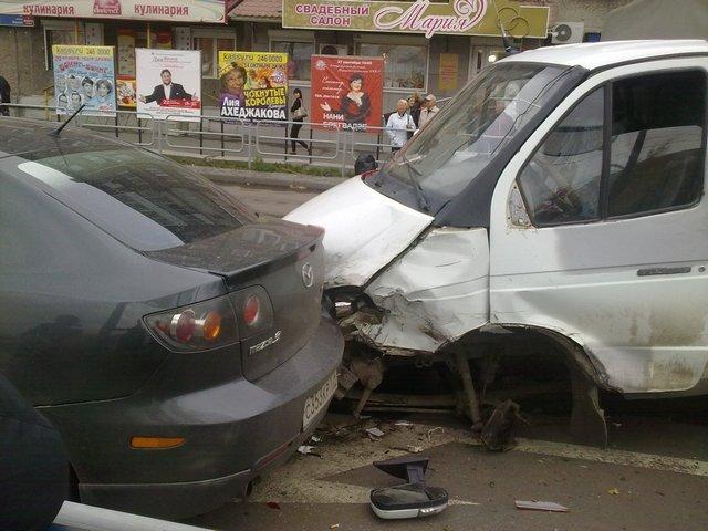В Челябинске столкнулись сразу 6 автомобилей (ФОТО)