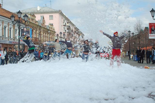 Главную пешеходную улицу Челябинска вымыли шампунем (ФОТО)