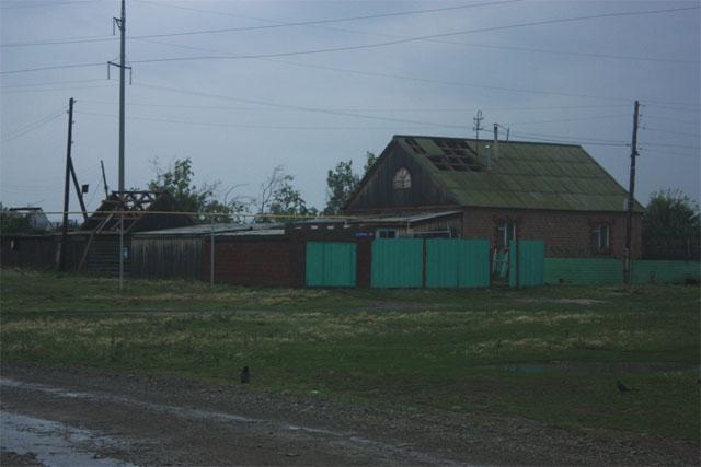 В Чесменском районе восстановление  после разбушевавшегося урагана продлится до завтрашнего вечера