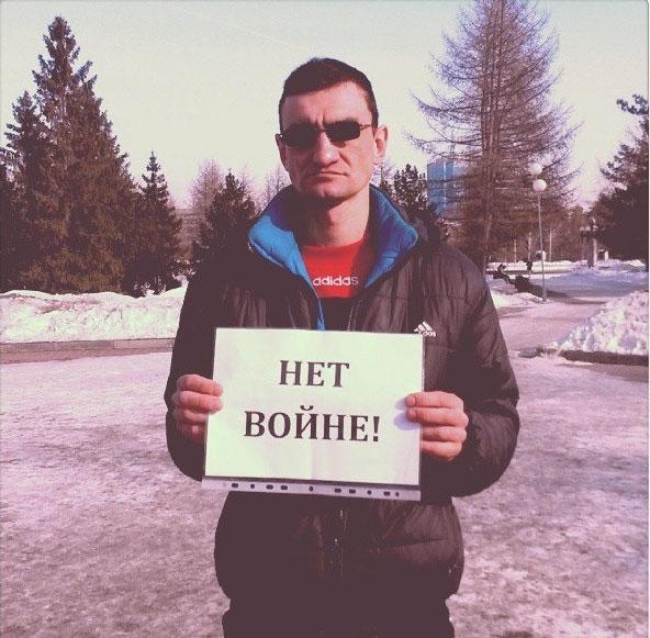 В Челябинске   проходят одиночные пикеты против ввода российских войск в Крым (ФОТО)